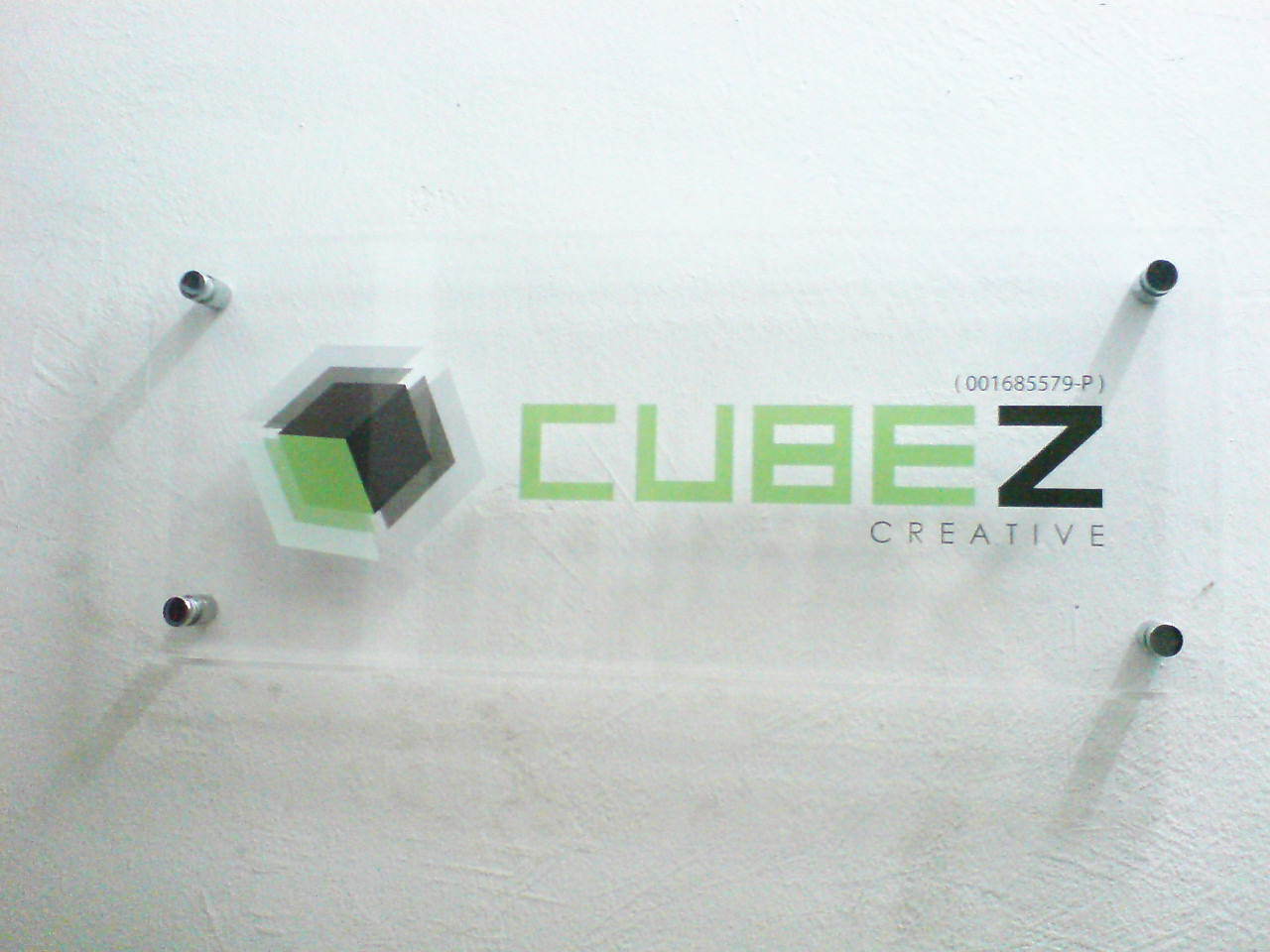Acrylic signage with bolt screw
